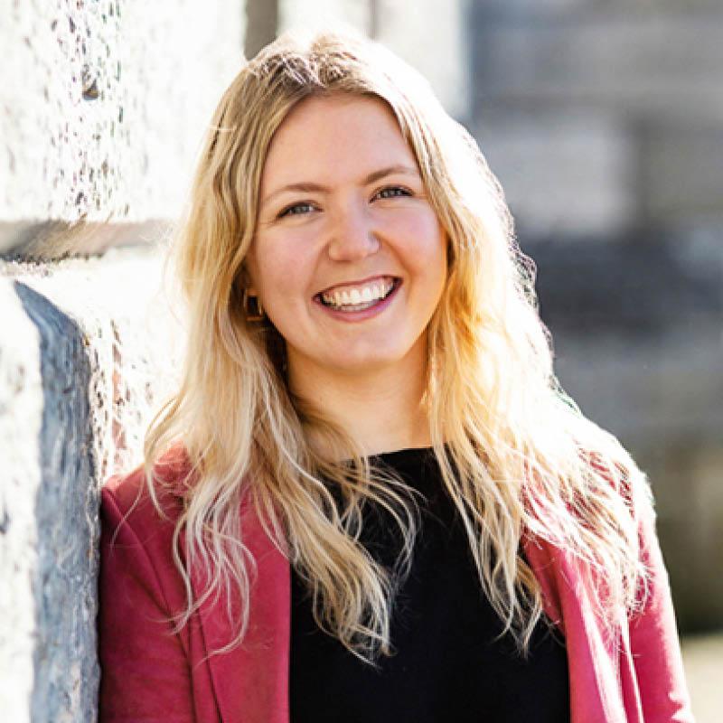 Ellie Gates Profile